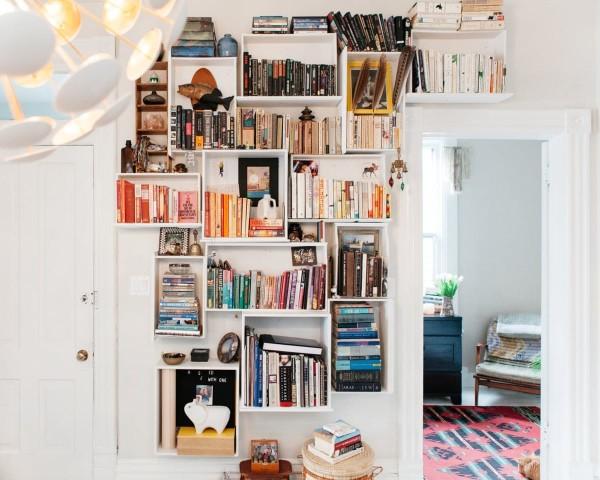 Image Courtesy: http://www.apartmenttherapy.com/diy-dresser-drawer-bookshelf-227230