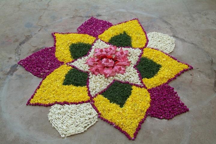 Image Courtesy: https://pixabay.com/en/flower-rangoli-folk-art-india-593791/