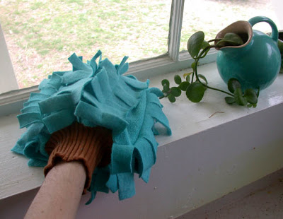 Image Courtesy: http://wewilsons.blogspot.in/2009/03/spring-cleaning-dust-mitt-tutorial.html