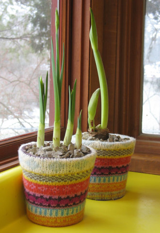Image Courtesy: http://www.duofiberworks.com/journal/2010/1/5/sweater-covered-flowerpots-tutorial.html
