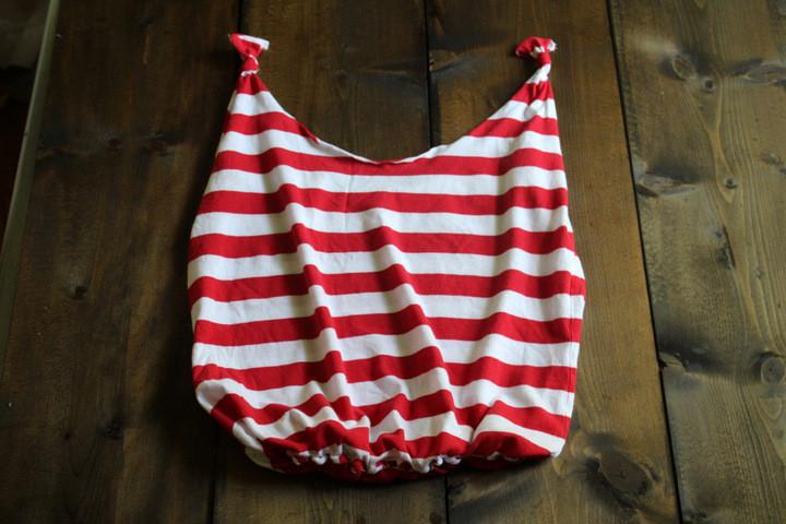 Image Courtesy: http://cdn.mommypotamus.com/wp-content/uploads/2014/08/no-sew-t-shirt-bag-tutorial-2.jpg