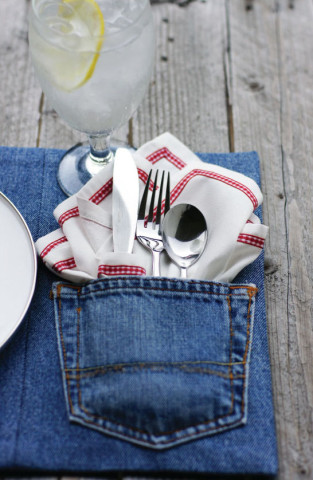 Image Courtesy: http://www.todaysnest.com/todays-nest-1/2011/06/sweet-salvation-upcycled-denim-placemat.html