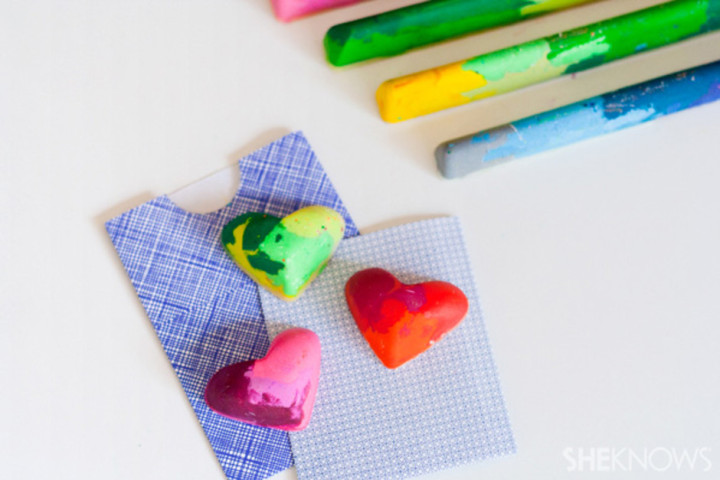 Image Courtesy: http://www.sheknows.com/parenting/articles/979355/make-old-crayons-like-new-with-diy-craft
