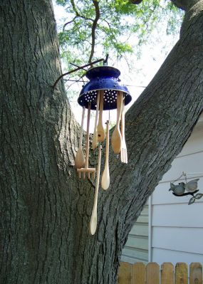 Image Courtesy: http://www.junkmarketstyle.com/item/34451/backyard-wooden-windchimes