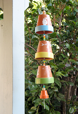 Image Courtesy: http://lets-explore.net/blog/2009/09/flowerpot-wind-chime/