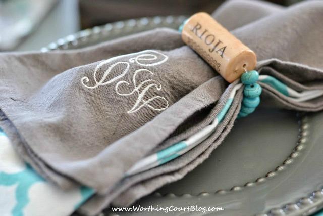 Image Courtesy: http://www.worthingcourtblog.com/wine-cork-napkin-rings/