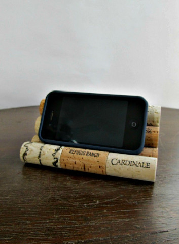 Image Courtesy: https://www.etsy.com/listing/227104109/wine-cork-iphone-smart-phone-ipod-tablet?ref=related-6